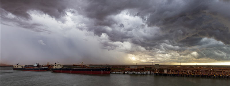 Port Hedland, Australia: Bulk Carriers loading iron ore in the harbor. Cyclonic storms during the Wet Season can disrupt port operations (photo)